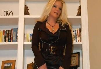 dominante_hausfrau_sucht_sexsklaven