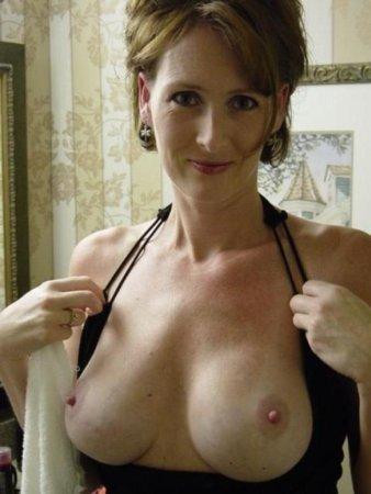 sexgeile Hausfrau lässt sich privat ficken