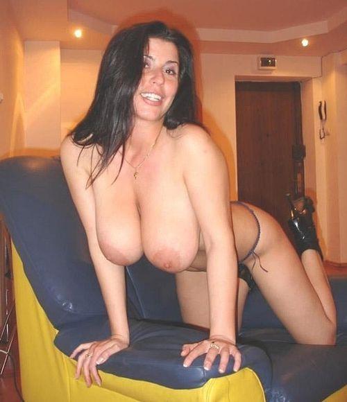 Sexgeile Hobbyhuren bieten Hausfrauensex